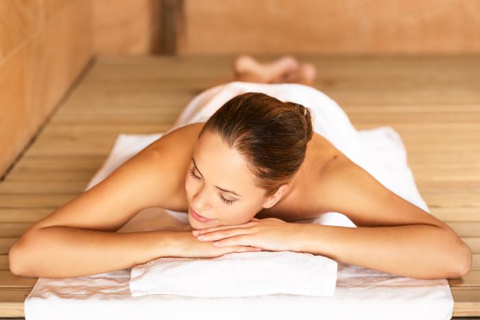 Nackt sauna junge schöne